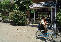 inpage-wfp-indonesia-girl-bike