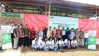 Students from Sekolah Menengah Kejuruan (SMK) Agri Insani, a vocational school in Indonesia. Cargill. Indonesia.